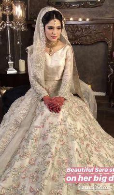 muslim wedding dresses with sleeves and hijab Bridal Mehndi Dresses, Asian Bridal Dresses, Indian Wedding Gowns, Walima Dress, Asian Wedding Dress, Shadi Dresses, Pakistani Wedding Outfits, Indian Bridal Lehenga, Bridal Dress Design