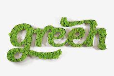 """Développé par le studio français 4uatre, """"Vegetal Identity"""" propose un concept de mur végétal nouvelle génération. Utilisant une technique qui consiste à arrêter le vieillissement des plantes pour une durée de dix à quinze ans, ils adaptent en sculpture végétale un nom, un logo ou un motif."""