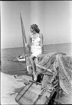 Kvinde på strand | Türck, Sven fotograf. National Library of Denmark, CC-BY-NC-ND