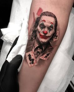 Reposted from ( - - JOKER I got one more joker tattoo to post and that will be the last one. Theres just so many great joker tattoos I love them LocationValencia - Tatoo Art, Tattoo Life, Arm Tattoo, Body Art Tattoos, Sleeve Tattoos, Unalome Tattoo, Book Tattoo, Batman Tattoo, Joker Tattoos
