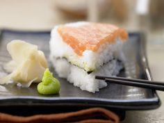 Sushi-Torte - mit Lachs und Nori-Algen - smarter - Kalorien: 332 Kcal - Zeit: 15 Min. | eatsmarter.de