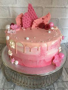 Pink ombré drip cake