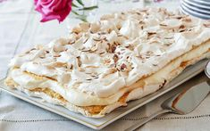 Pavlova, Norwegian Food, Romanian Food, International Recipes, I Love Food, Cake Cookies, Camembert Cheese, Cooking Tips, Deserts