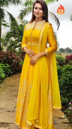 Best Look Yellow Georgette Salwar Suit Salwar Designs, Kurti Designs Party Wear, Indian Gowns, Indian Outfits, Indian Wear, Estilo India, Indian Designer Suits, Anarkali Dress, Party Wear Dresses