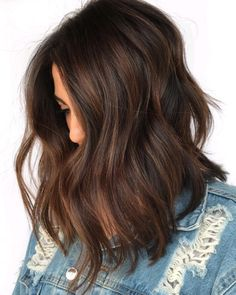 60 Chocolate Brown Hair Color Ideas For Brunettes - Hair Color .- 60 Schokoladenbraune Haarfarbe Ideen für Brünette – Haarfarbe – 60 Chocolate Brown Hair Color Ideas For Brunettes – Hair Color – color - Brown Hair Balayage, Brown Blonde Hair, Hair Highlights, Caramel Balayage, Copper Highlights, Short Brunette Hair, Balayage Hair For Brunettes, Medium Brunette Hairstyles, Brunette Shoulder Length Hair