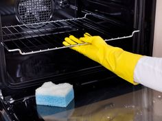 Oven Cleaning Hacks, Self Cleaning Ovens, Professional Oven Cleaning, Best Oven Cleaner, Limpieza Natural, Apartment Cleaning, O Gas, Home Tools, Oven Racks