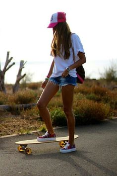 I love skating Skateboard Girl, Skateboard Photos, Penny Skateboard, Foto Tumblr Sola, Penny Board Girl, Penny Boards, Penny Board Outfit, Skate Style Girl, Beach Girl Style