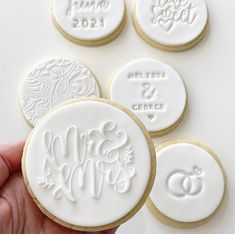 Biscuit Wedding Favours, Wedding Cake Cookies, Edible Wedding Favors, Wedding Sweets, Wedding Gift Boxes, Wedding Favors For Guests, Wedding Gifts, Our Wedding, Diy Wedding Cake