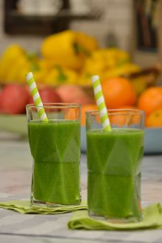 Katie's Kale Smoothie Recipe : Geoffrey Zakarian :The Kitchen: Kale, Coconut Water, Pear, Grapes, Ginger, Banana