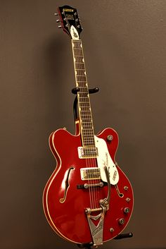 View highlights from Randy Bachman's extraordinary collection of Gretsch guitars on display at Nashville's Country Music Hall of Fame and Museum. Guitar Pics, Guitar Art, Cool Guitar, Acoustic Guitar, Vintage Electric Guitars, Cool Electric Guitars, Vintage Guitars, Guitar Inlay, John Lennon Beatles