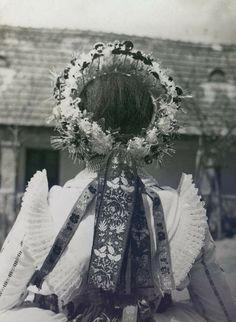 1935 -  Fotó: Makkos Hetyei Pál Fashion History, Christmas Wreaths, Folk, Crown, Holiday Decor, Home Decor, Christmas Garlands, Homemade Home Decor, Corona