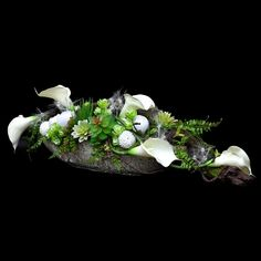 Dekoracja nagrobna Nr 627 Floral Centerpieces, Table Centerpieces, Flower Arrangements, Grave Decorations, Funeral Flowers, Floral Design, Art Floral, Ikebana, Flower Designs