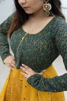 Kurti Neck Designs, Kurti Designs Party Wear, Blouse Designs, Stylish Dresses, Fashion Dresses, Cotton Dress Indian, Girls Dresses Sewing, Kurti Patterns, Anarkali
