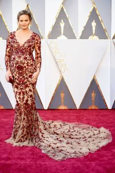 The Oscars 2016 - Red Carpet Fashion - Chrissy Teigen - pregnant