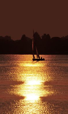Aller en #Bretagne, et prendre le large... #sunset #sailing #boat #sun