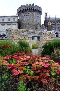 #Dublin Castle gardens Record Tower-S.jpg 199×300 Pixel