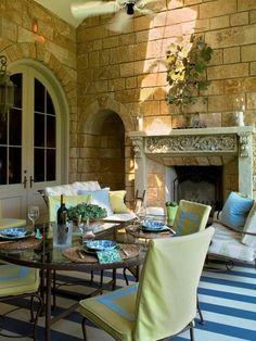 mediterraner terrassen-stil mit möbel aus metall und warmer, Gartenarbeit ideen