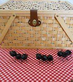 kids craft - how to make jingle bell ants @ http://dandelionsanddustbunnies.blogspot.ca/2011/03/ants.html