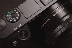 Tudo sobre as lentes Sony tipo E-Mount (mirrorless), qual melhor lente para começar, as lentes com melhor custo-benefício em cada categoria e mais!
