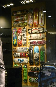 Facination For Shop Windows Skateboards Market Stall Display, Shop Displays, Urban Shop, Wood Interiors, Freelance Graphic Design, Skateboard Decks, Skateboards, Surf Shop, Retail Design