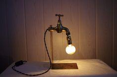 """Lampe industrielle d'ambiance """" Le Robinet"""" en laiton : Luminaires par atelier-lumiere"""