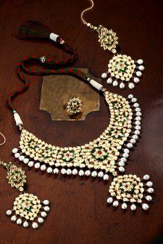 Kundan necklace set with uncut diamonds and enamel
