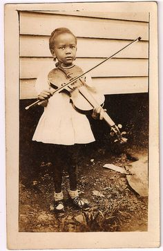 little girl, big violin