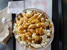 Poutine régulière ALFA Hot-Dog 2497 Chem. de Chambly, Longueuil (Québec) Poutine, Hot Dogs, Pie, Restaurant, Desserts, Food, Torte, Tailgate Desserts, Essen