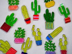 Remember making shrinky dinks when you were younger? That& why we& rounded-up 40 of the most amazing DIY shrinky dink plastic crafts on the planet. Shrink Paper, Shrink Art, Shrinky Dinks, Fun Crafts, Crafts For Kids, Decor Crafts, Cactus Light, Shrink Plastic Jewelry, Plastic Jewellery