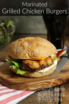 These marinated grilled chicken burgers are juicy, tender and full of flavor. Perfect for a weeknight summer meal or BBQ. Grilled Chicken Burgers, Marinated Grilled Chicken, Grilled Chicken Recipes, Grilled Meat, Beef Burgers, Grilling Recipes, Beef Recipes, Whole Food Recipes, Healthy Recipes