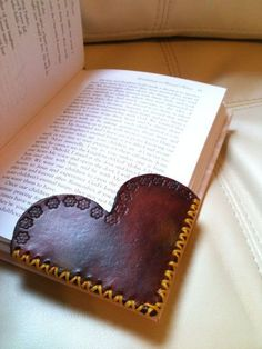 Leather Corner Bookmark - Heart Shape - Custom Custom Heart Shaped Leather Corner Custom by LeatherByAmy. Leather Carving, Leather Art, Leather Gifts, Leather Tooling, Leather Jewelry, Leather Totes, Leather Purses, Sewing Leather, Handmade Leather