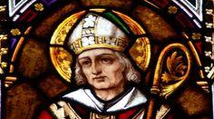 san Paulino de Nola, fallecido en el año 431, quien fue político, poeta, esposo, padre, monje, presbítero, y finalmente obispo.
