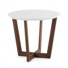 Een stijlvolle bijzettafel met een rond bovenblad.Deze tafel is van het Spaanse woonmerk LaForma