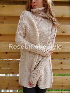 Suéter de punto grueso, gran tamaño. Ajustarse al slouchy / voluminoso y suelto. Suéter de las lanas cremoso.
