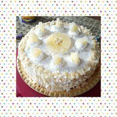 Torta con ananas,crema chantilly e mandorle