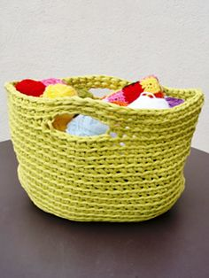 T-shirt yarn basket made by Anisbee inspired by the Grocery Bag pattern  by Michelle Molis