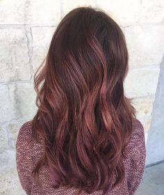 Trends 2018 Gold Rose Hair Color : Would you try a rose red balayage? We love this one by Aveda Artist Denise. Rose Gold Balayage Brunettes, Balayage Hair Brunette Long, Rose Gold Hair Brunette, Balayage Hair Rose, Hair Color Balayage, Aveda Hair Color, Ombre Hair Color, Cabelo Rose Gold, Locks