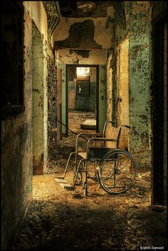 #Hospital || #abandoned #forgotten #places #ruins #decay #haunting || Follow http://www.pinterest.com/lcottereau/abandoned-places/
