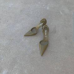 Art_second_maria January 06 2020 at fashion-inspo Dr Shoes, Me Too Shoes, Shoes Heels, Pumps, Pretty Shoes, Cute Shoes, Aesthetic Shoes, Shoe Closet, Mode Style