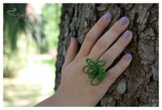 lawn green rose ring from twisted wire. €8.00, via Etsy.