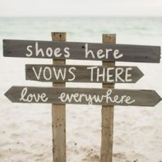 Planning a beach wedding? Find elegant inspiration here! {Image via F*YeahWeddingIdeas}