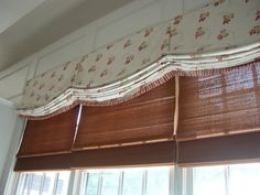 An image library of Beautiful Window Treatments and other fabric fashions Balloon Shades, Drapery Designs, City Wallpaper, Valance Curtains, Valances, Custom Window Treatments, Elements Of Style, Diy For Girls, French Antiques