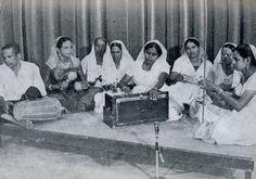 no47 uit Oema foe Sranan - Portreti Boekoe uit 1967 t.g.v. 25-jarig bestaan van de YWCA. Hindoestaanse muziekgroep wellicht bekend bij Rapar (Studio aan de Gravenstraat'. Dubbelklik om boekje te bekijken.