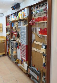 Folding tool wall. Do need a decent footprint to swing the wings out. --- what a great tool wall - Reorganize your working place /// Was für eine tolle Werkzeugwand - Organisiert euren Arbeitsplatz neu