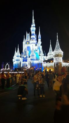 "Finally saw the castle lit up by Else from the movie, ""Frozen."" Such an amazing moments! Disney really makes the holidays a special time. #Nakanarilife #nakanaridisneyadventures #magickingdom #disneyworld #frozen #cinderellacastle #waltdisneyworld"
