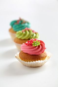 Could do a few colours of frosting + different colour flowers. Nice and colourful