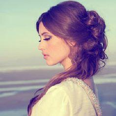 Acconciature sposa capelli lunghi semi-raccolti -03