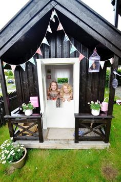 Cutest playhouse - site in foreign language, but still sooo darling!