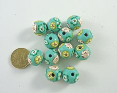 12 green wih flower in yellow white and green round por Crazycane