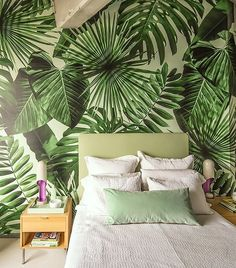 20 Tropical Leaf Decor Into Your Interior Interior Tropical, Tropical House Design, Tropical Furniture, Tropical Home Decor, Tropical Style, Tropical Houses, Tropical Colors, Tropical Prints, Tropical Leaves